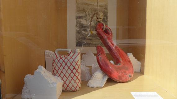 la plus petite galerie du monde (ou presque) exposition avec Marie Heughebaert céramiste